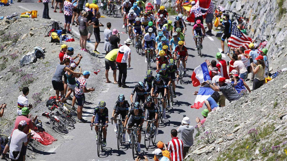 Una imagen de la octava etapa del Tour de Francia con la subida al Tourmalet