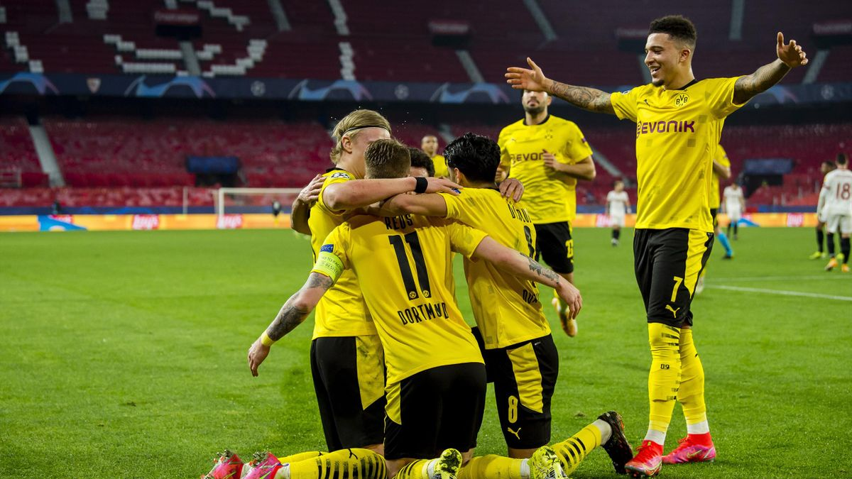 Borussia Dortmund feiert den Sieg in Sevilla