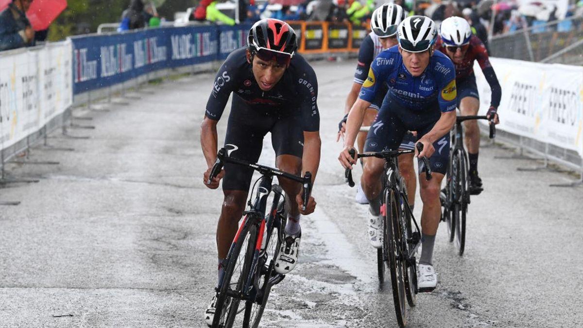 Evenepoel insegue Bernal sulla salita di San Giacomo - Giro d'Italia 2021