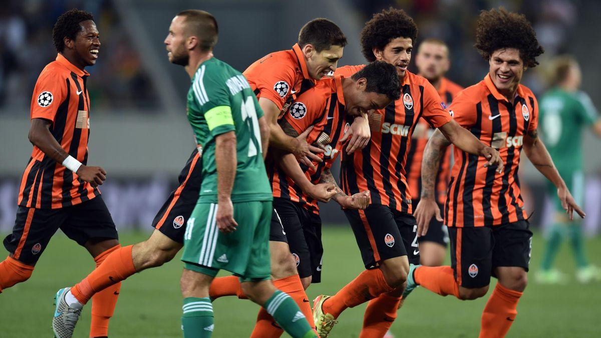 La joie de Marlos et du Shakhtar Donetsk lors du barrage de Ligue des champions face au Rapid Vienne