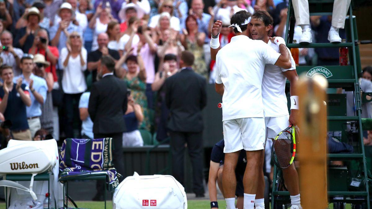 Рафаэль Надаль и Роджер Федерер после полуфинала Уимблдона-2019