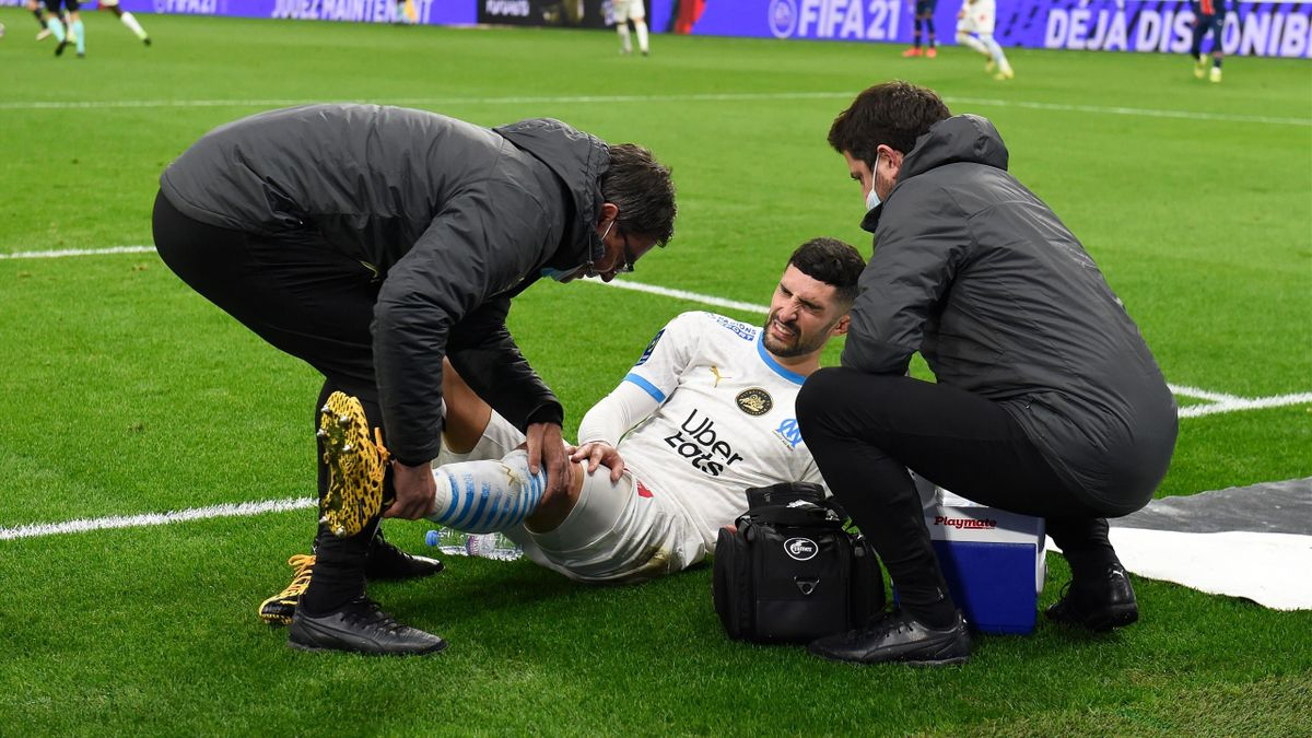 Alvaro Gonzalez blessé au genou gauche lors du match OM-PSG.