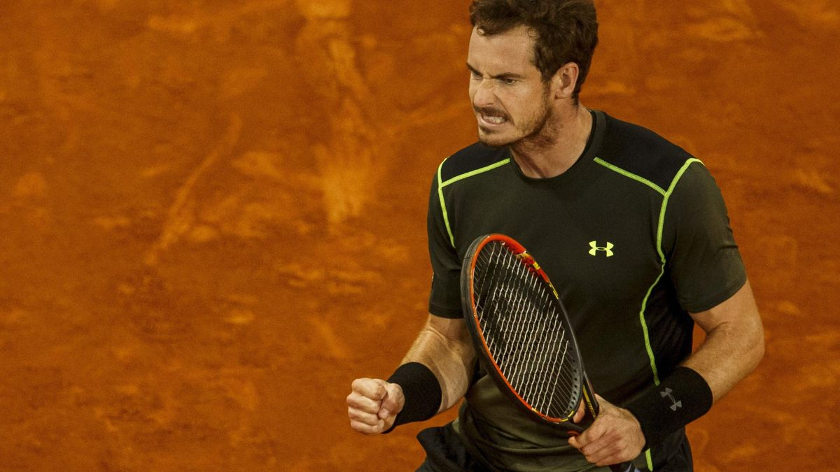 Britain's Andy Murray celebrates winning a point against Canada's Milos Raonic