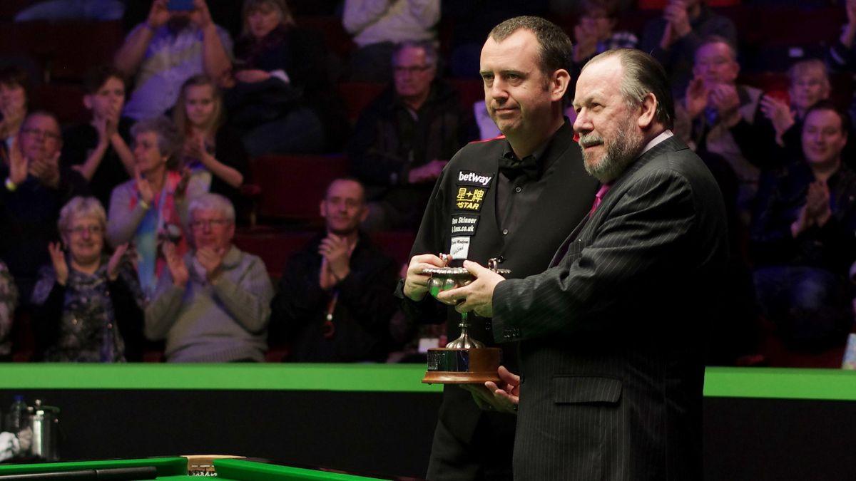 Alan Chamberlain (R) awards Mark J. Williams of Wales after winnning the finals match of 2015 World Seniors Championship.