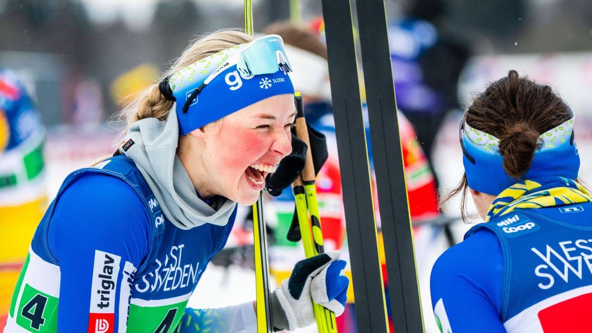 Словенские лыжницы Анамария Лампич и Ева Уревц