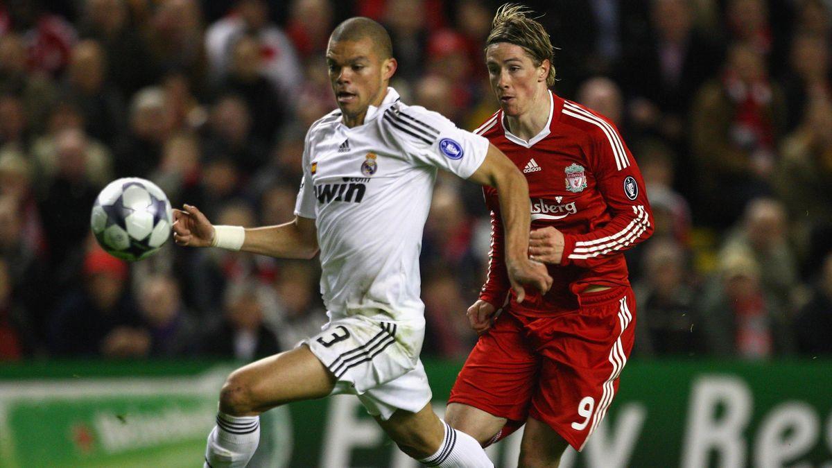 Pepe y Fernando Torres, durante un Liverpool-Real Madrid