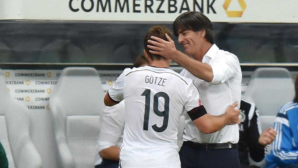 Joachim Löw (r.) und Mario Götze