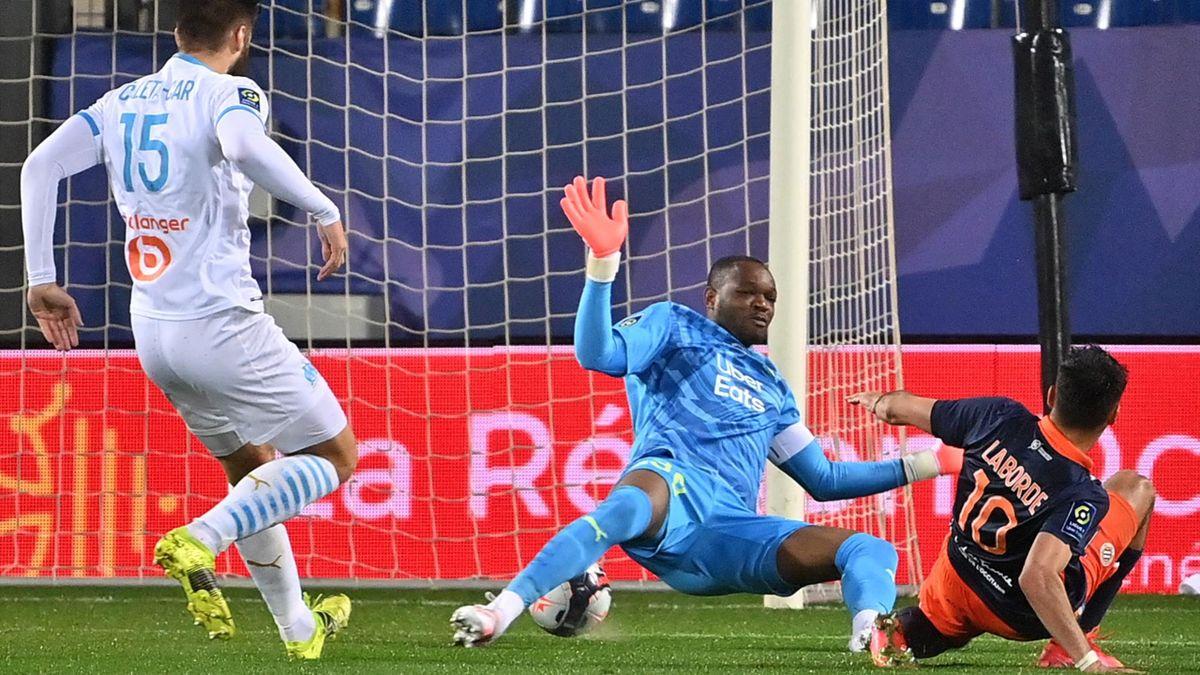 Gaetan Laborde (Montpellier) face à Steve Mandanda (OM).