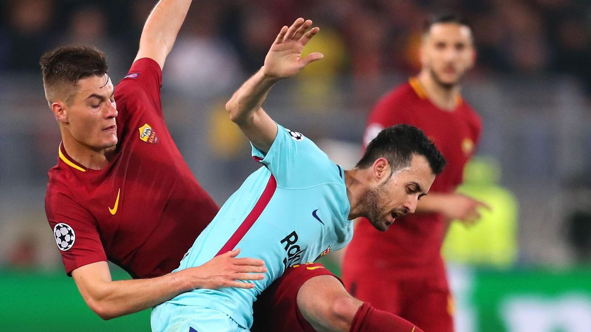 ederico Fazio of AS Roma battles for possesion with Sergio Busquets of Barcelona UEFA Champions League Quarter Final Second Leg match between AS Roma and FC Barcelona at Stadio Olimpico on April 10, 2018 in Rome, Italy
