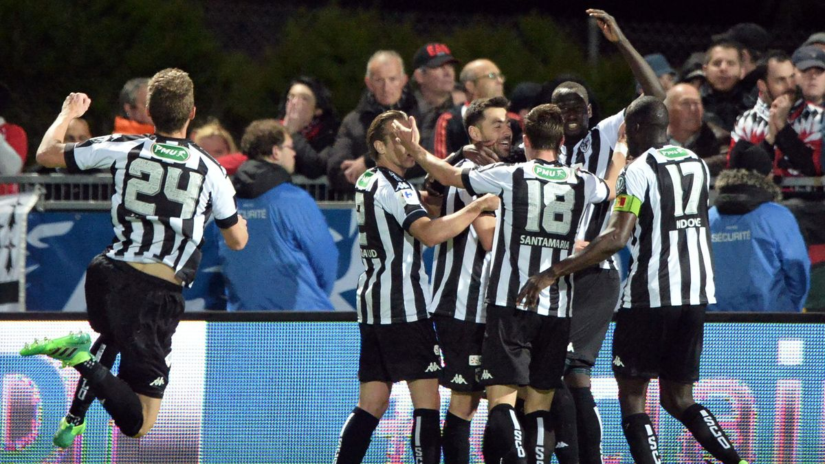 Angers' French midfielder Thomas Mangani (3rd R) is congratulated by teammates during the French Cup semi-final match between Angers (SCO) and EA Guingamp, on April 25, 2017 at the Raymond-Kopa Stadium, in Angers, northwestern France.