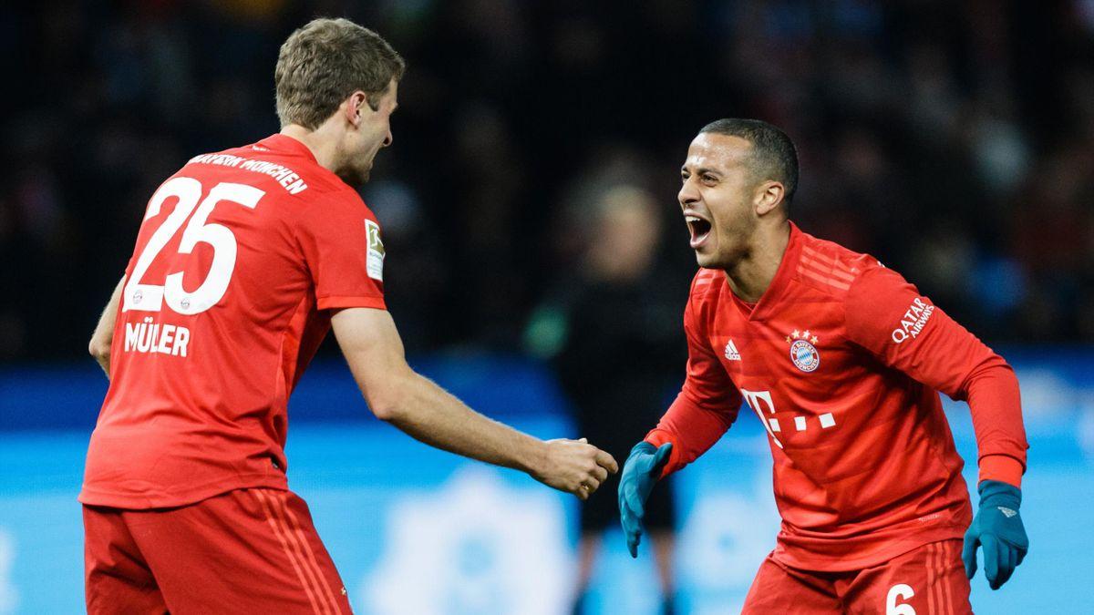 Thomas Müller (links) und Thiago beim Sieg des FC Bayern bei Hertha BSC