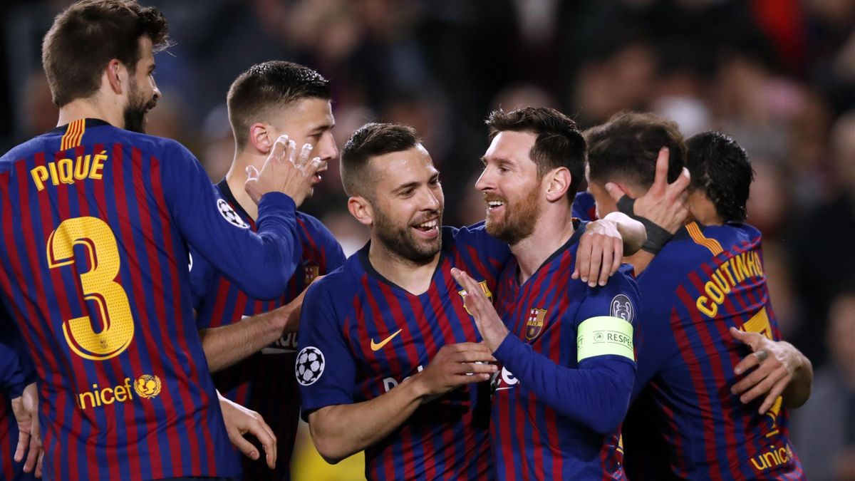 Gerard Pique of FC Barcelona, Clement Lenglet of FC Barcelona, Jordi Alba of FC Barcelona, Lionel Messi of FC Barcelona, Philippe Coutinho of FC Barcelona during the UEFA Champions League round of 16 match between FC Barcelona and Olympique Lyonnais at Ca