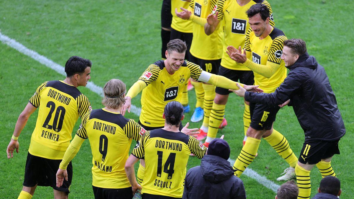 BVB-Ikone Piszczek bei der Verabschiedung durch die Teamkollegen