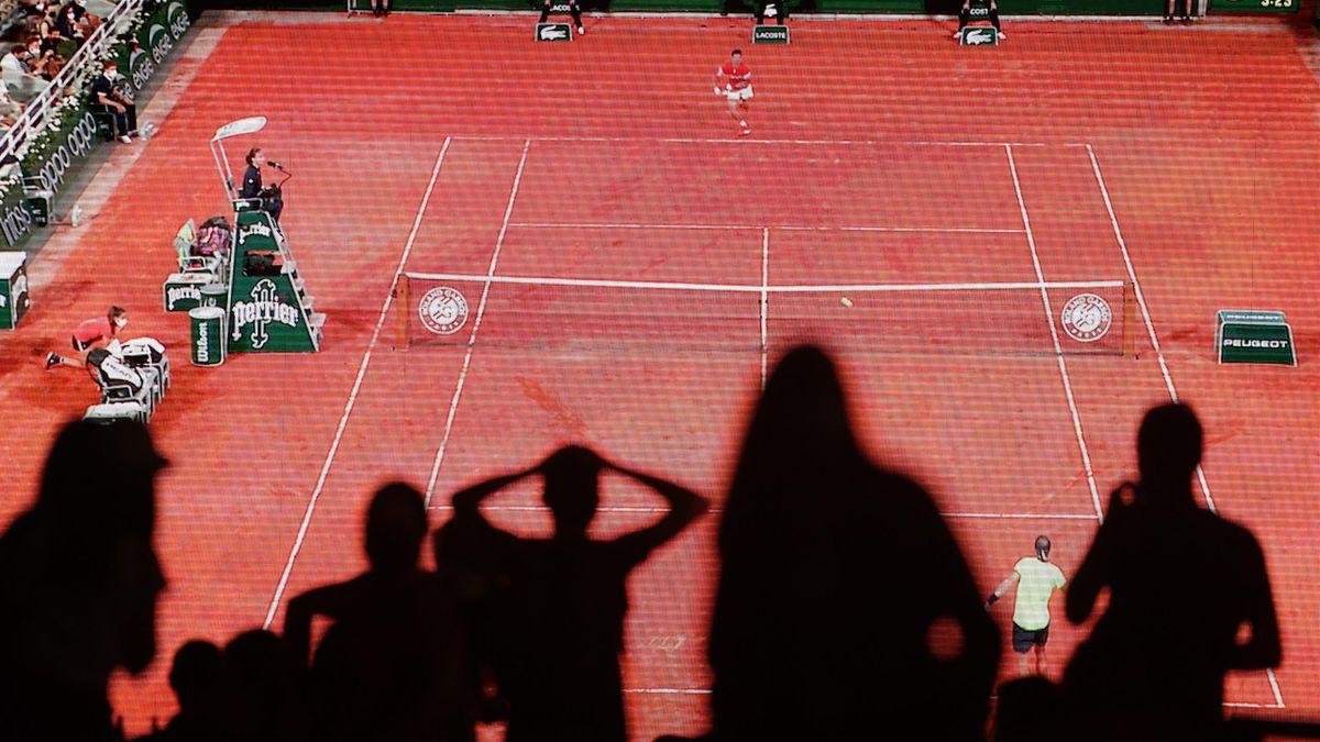 Roland-Garros : Le public sous le choc devan l'inensité de la demi-finale enre Nadal et Djokovic.