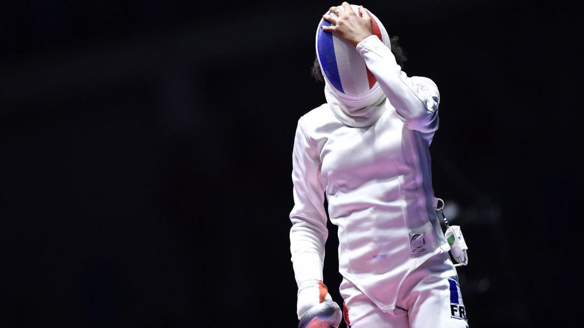 Lauren Rembi affiche sa déception après sa défaite lors de la petite finale de l'épée face à la Chinoise Sun Yiwen lors des Jeux de Rio 2016