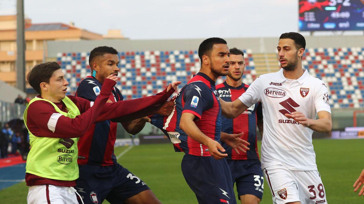 Adam Ounas durante Crotone-Torino, Serie A 2020-21