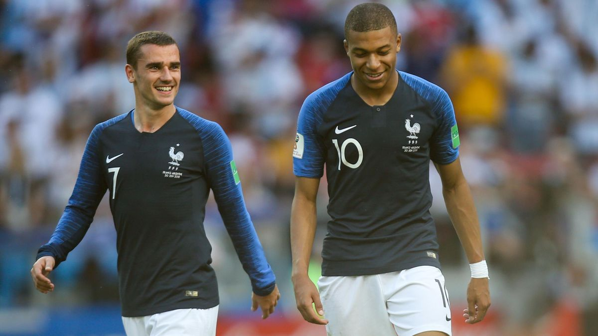 Kylian Mbappé et Antoine Griezmann ont le sourire face à l'Argentine.