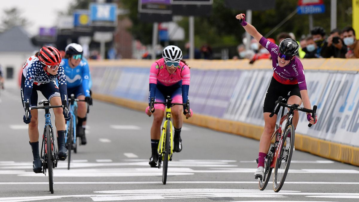 Demi Vollering celebrates prematurely as Winder claims victory