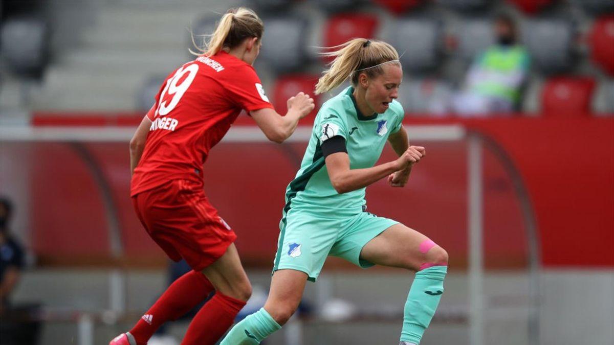 Maximiliane Rall (r.) im Spiel gegen den FC Bayern im Mai 2020