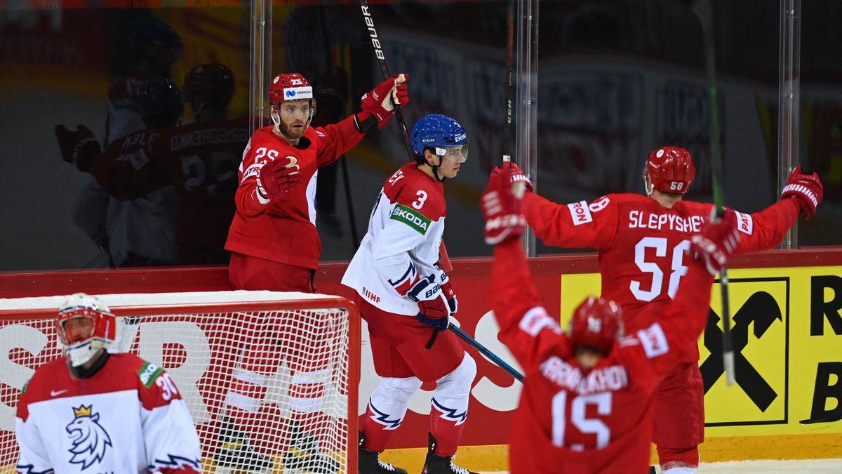 Михаил Григоренко празднует победную шайбу в стартовом матче ЧМ-2021 Россия – Чехия