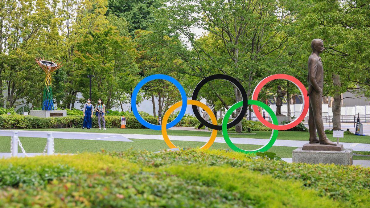 Olympische Ringe vor dem olympischen Museum in Shinjuku