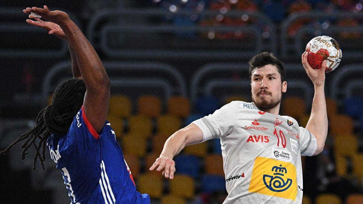 Alex Dujshebaev (rechts; Spanien) im Spiel um Platz drei gegen Frankreich