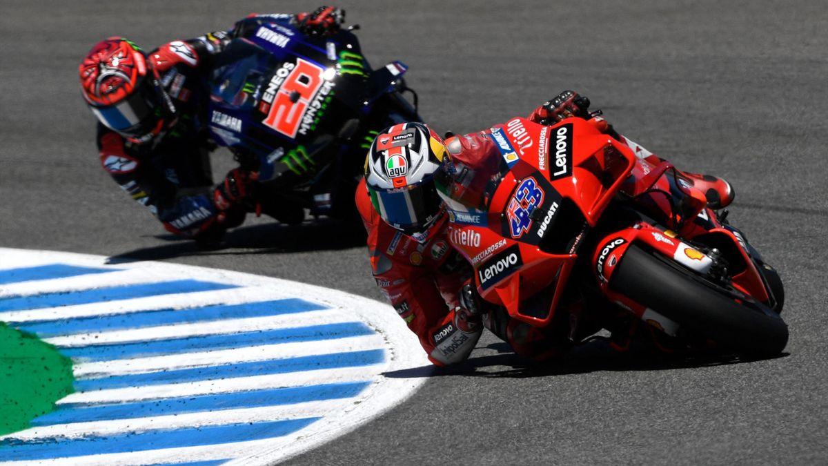 Jack Miller (Ducati) devant Fabio Quartararo (Yamaha) au Grand Prix d'Espagne, le 2 mai 2021