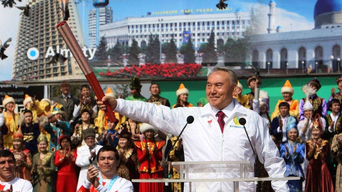 Нурсултан Назарбаев на эстафете олимпийского огня в Игр-2008 в Пекине
