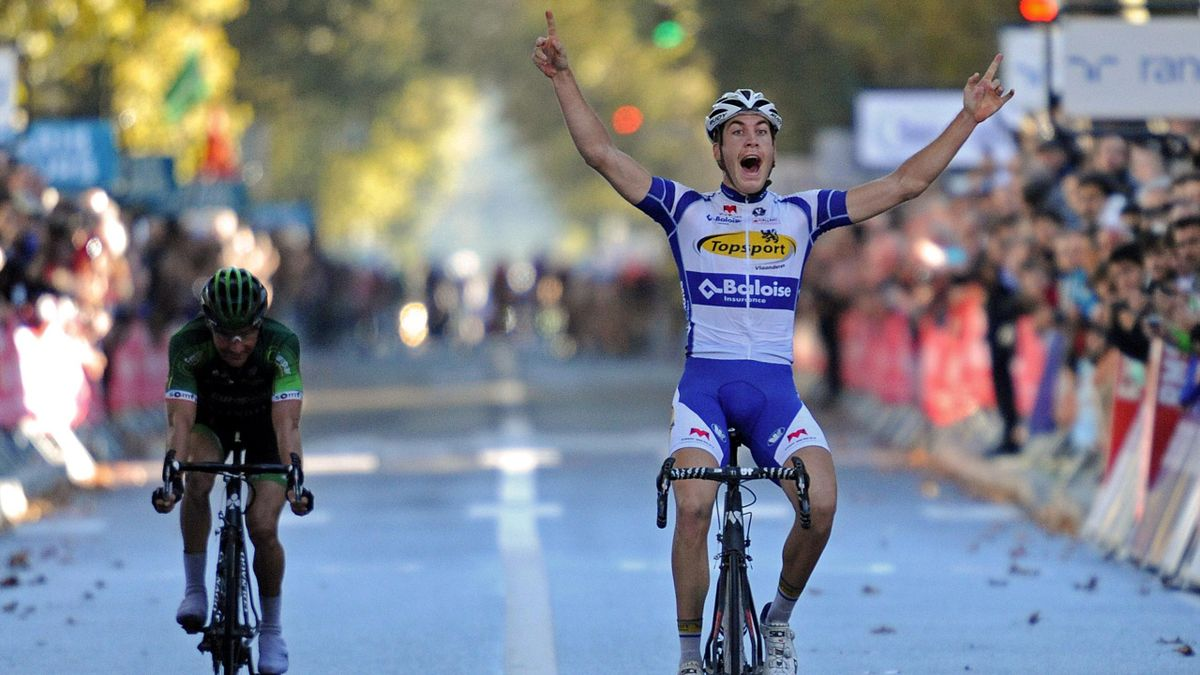 Au bout de l'Avenue de Grammont, Jelle Wallays règle Thomas Voeckler pour remporter Paris-Tours 2014