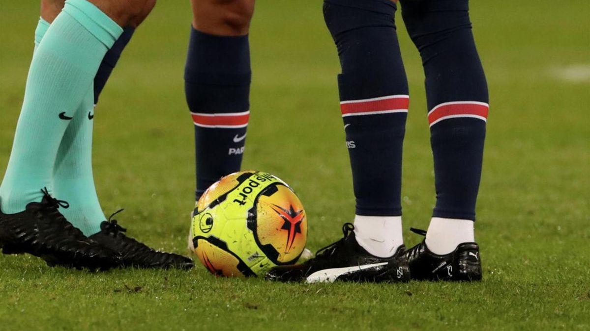 Les Puma noires de Neymar, lors de PSG-OM