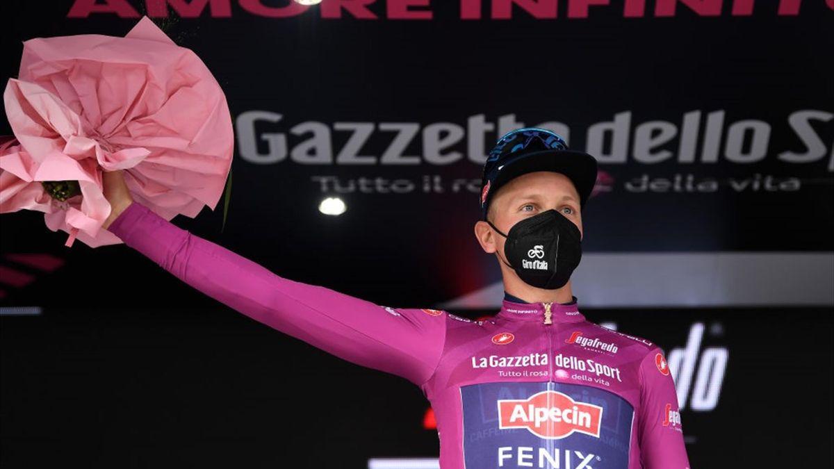 Tim Merlier sul podio di Guardia Sanframondi - Giro d'Italia 2021