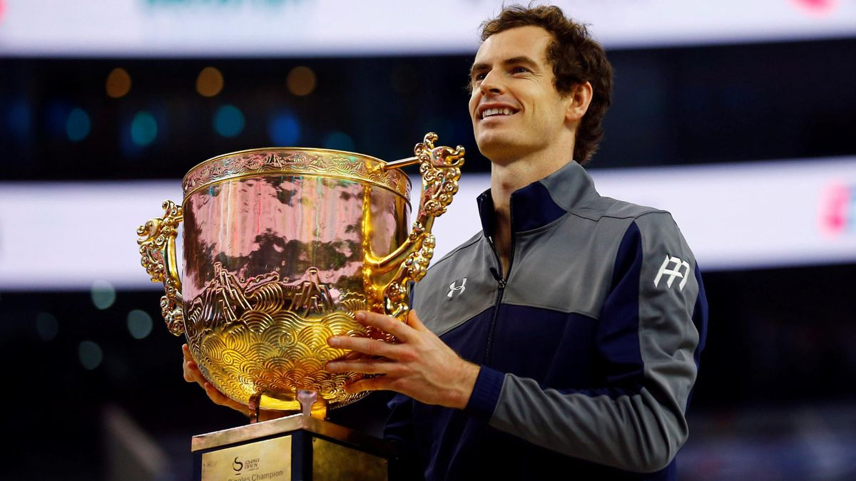 Andy Murray with the China Open trophy