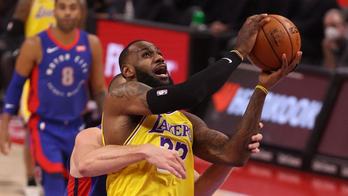 LeBron James fermato (2021)