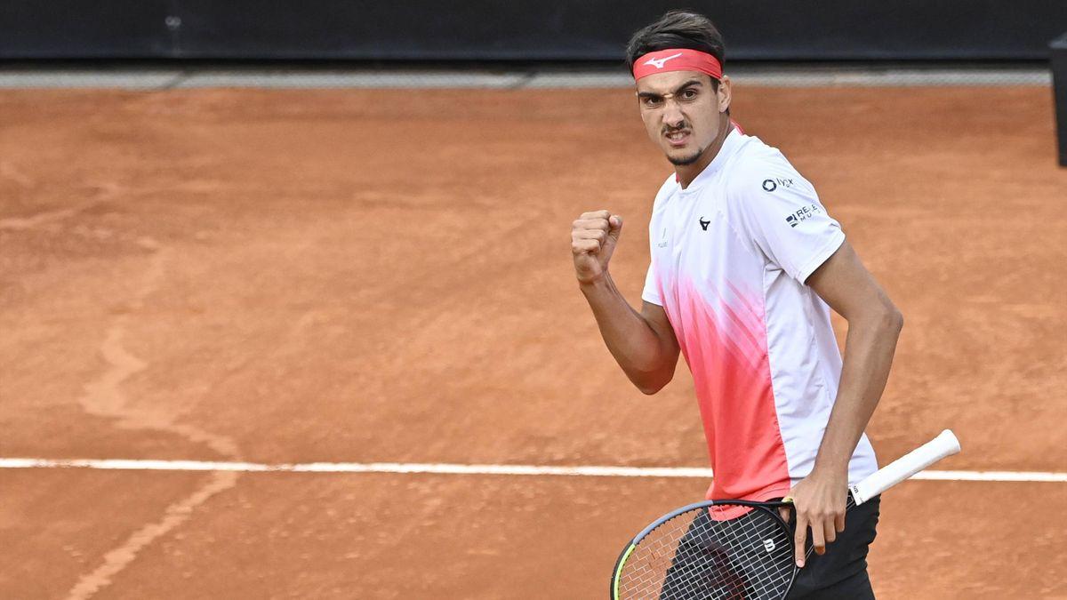 Lorenzo Sonego esulta nel match contro Djokovic, Imago
