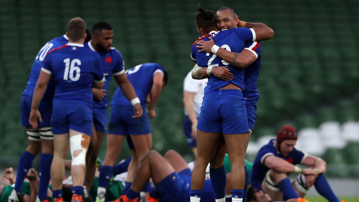La joie des joueurs du XV de France à Dublin après leur succès sur l'Irlande