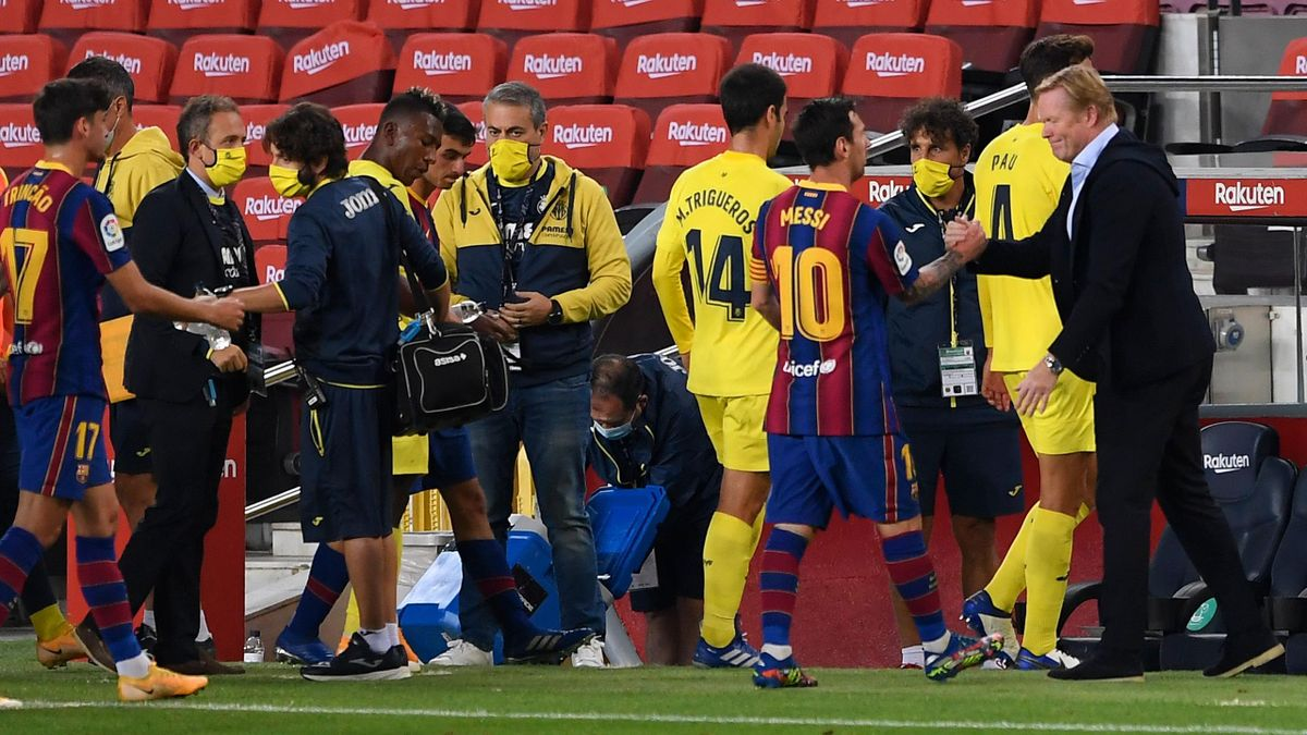 Barcelona's Dutch coach Ronald Koeman (R) greets Barcelona's Argentinian forward Lionel Messi (2R) cat the end of the Spanish league football match FC Barcelona against Villarreal CF at the Camp Nou stadium in Barcelona on September 27, 2020