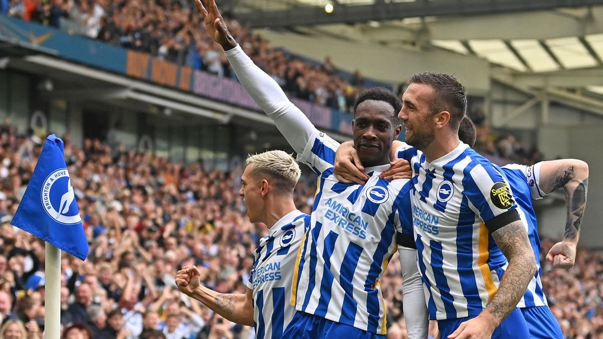 Danny Welbeck celebrates his goal with Brighton team-mates Shane Duffy and Leandro Trossard