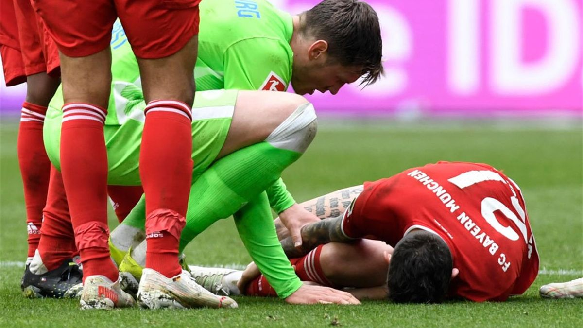 Hernandez liegt verletzt am Boden