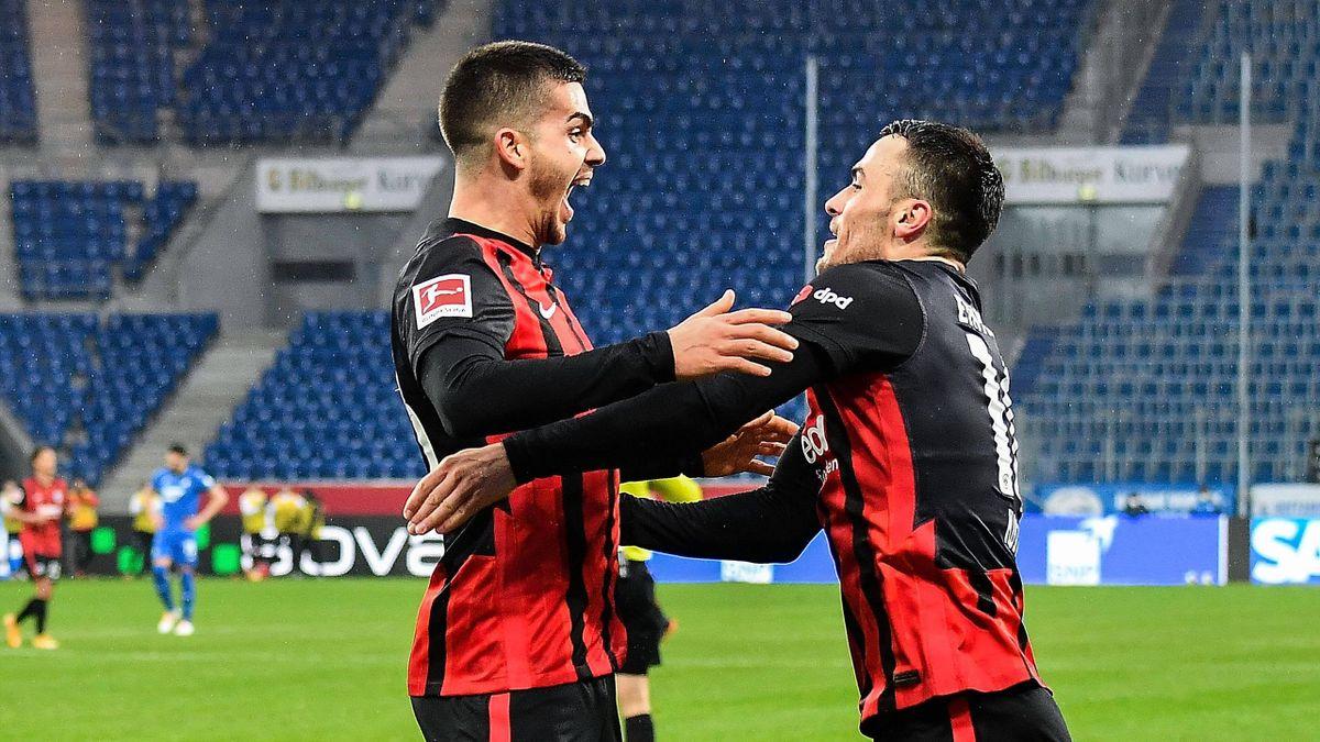 Die Frankfurter Torschützen André Silva (links) und Filip Kostic jubeln über den Sieg bei der TSG 1899 Hoffenheim