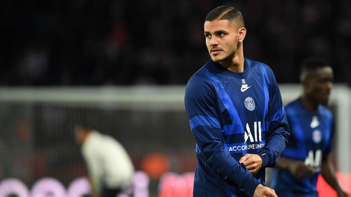 Paris Saint-Germain's Argentine forward Mauro Icardi looks on prior to the UEFA Champions league Group A football match between Paris Saint-Germain and Real Madrid, at the Parc des Princes stadium, in Paris, on September 18, 2019