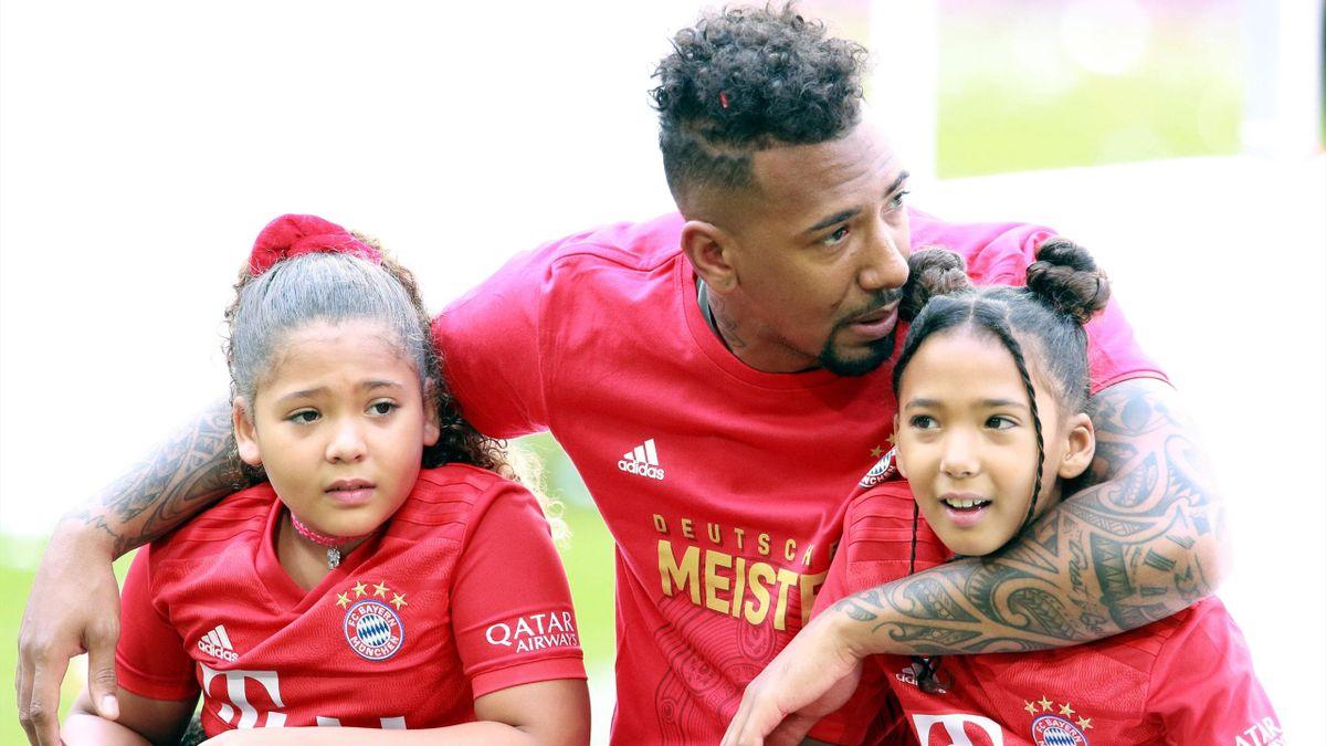 Jérôme Boateng mit seinen Töchtern - FC Bayern München