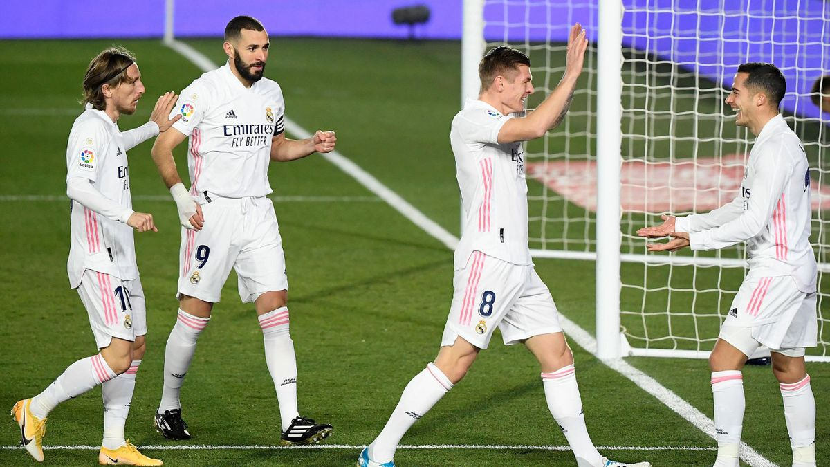 Real Madrid's Spanish forward Lucas Vazquez (R) celebrates with teammates after scoring a goal during the Spanish League football match between Real Madrid and Celta Vigo at the Alfredo Di Stefano stadium in Valdebebas