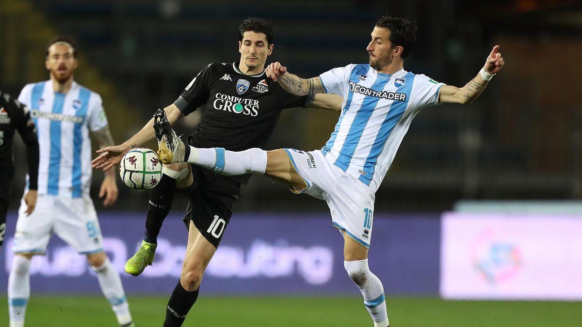Empoli-Pescara, Serie B 2020-2021: da sinistra Stefano Moreo (Empoli) e Mirko Valdifiori (Pescara) (Getty Images)