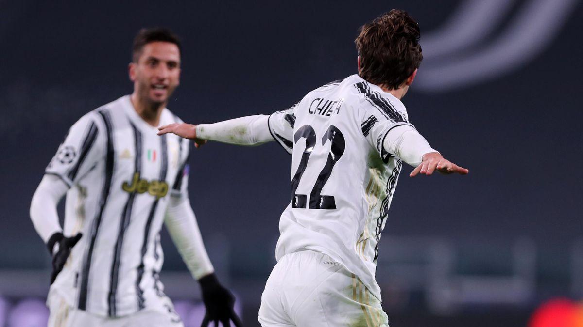 Federico Chiesa esulta dopo il primo gol in Champions League in Juventus-Dinamo Kiev