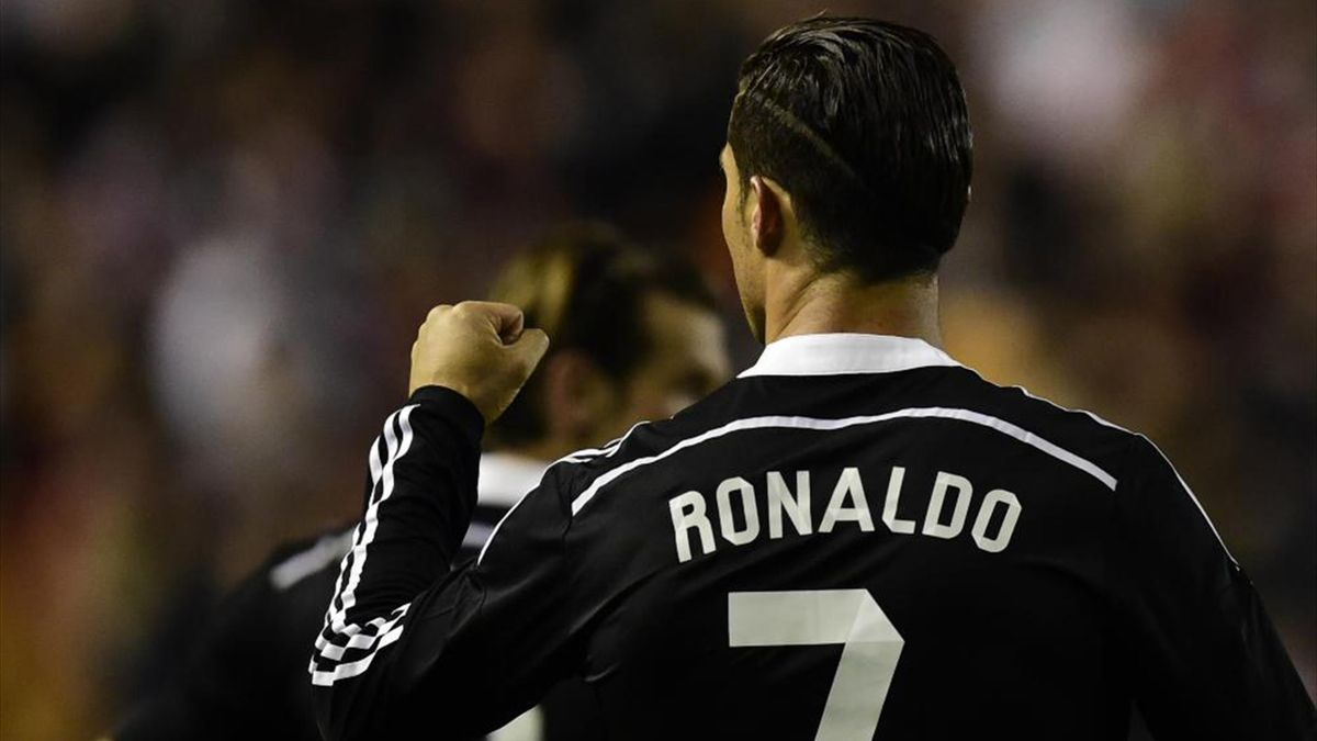 Роналду празднует 300-й гол за «Реал»