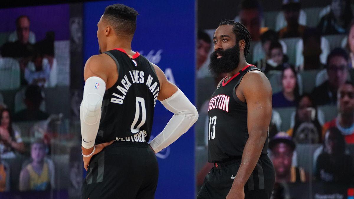 James Harden tourné vers Russell Westbrook lors du match 5 opposant les Los Angeles Lakers à Houston, le 12 septembre 2020