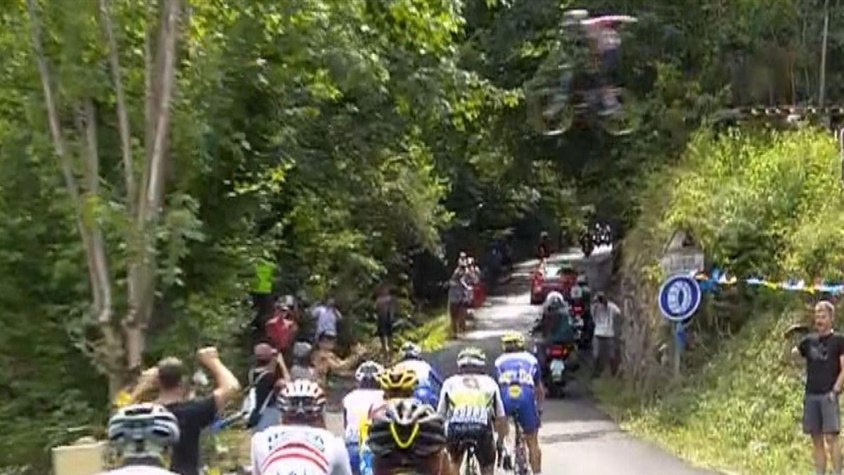 Tour de France : A BMX jumps above the riders