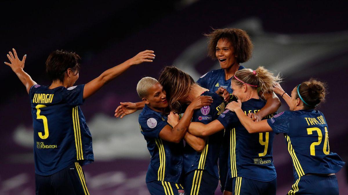 Wendie Renard et les Lyonnaises fêtent un but lors de la finale contre Wolfsburg / Ligue des champions féminines