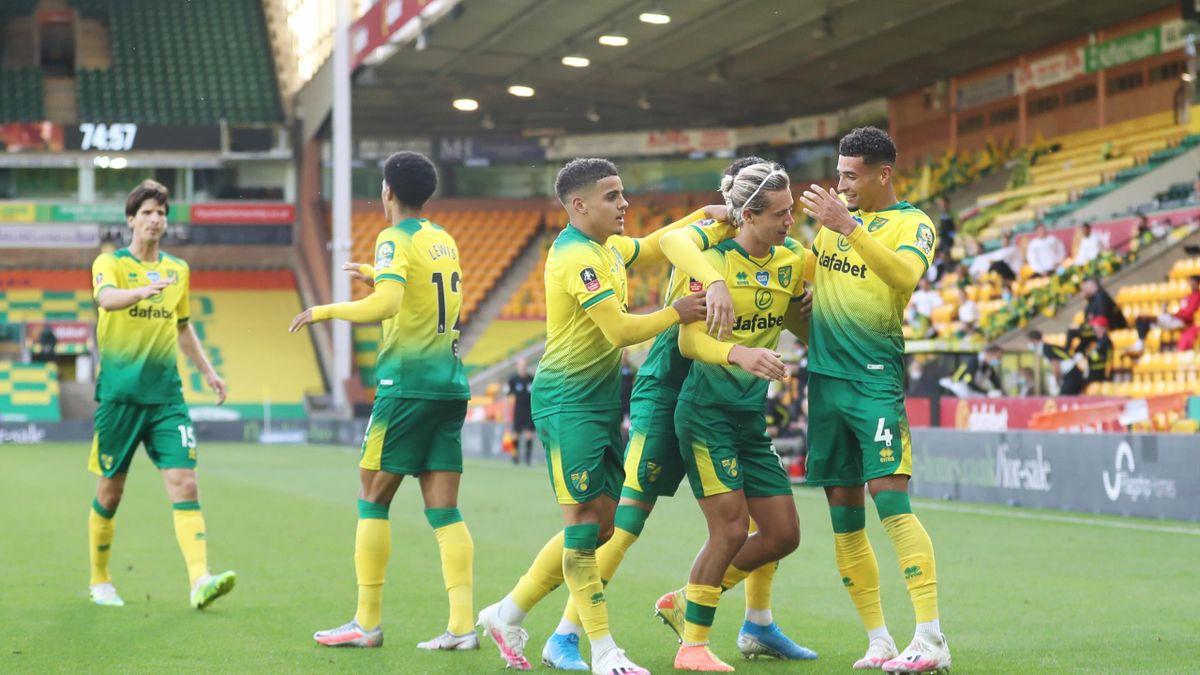 Todd Cantwell of Norwich City celebrates with his teammates after scoring his teams first goal during the FA Cup Quarter Final match between Norwich City and Manchester United at Carrow Road on June 27, 2020 in Norwich, England.