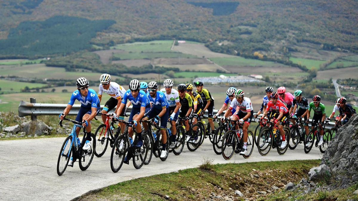 Das Fahrerfeld bei der Vuelta a España 2020